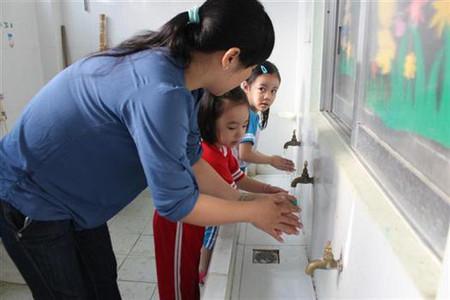Rửa tay bằng xà phòng là cách phòng bệnh hữu hiệu (Ảnh: Sở Y tế Ninh Thuận)