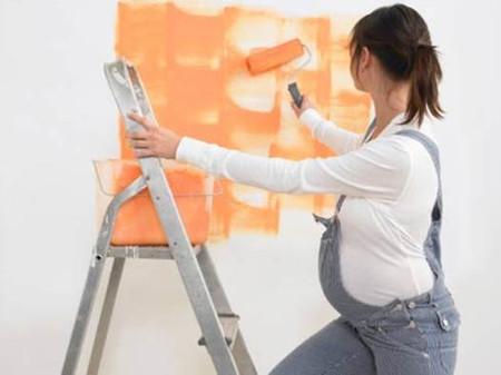 Sơn tường không chỉ gây hại cho bạn mà còn ảnh hưởng tới cả em bé ở trong bụng.