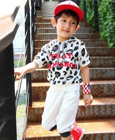 Trang phục thể thao cho bé trai đẹp và khỏe khoắn