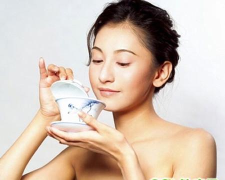 Dùng nước mát để giải nhiệt, uống không khéo sẽ hại thận.